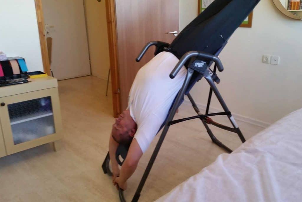 טיפול ומניעת כאבי גב עם מיטת ההיפוך